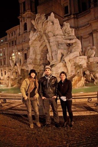 Ana, André e minha mãe, na Fontana dei Quattro Fiumi, Piazza Navona