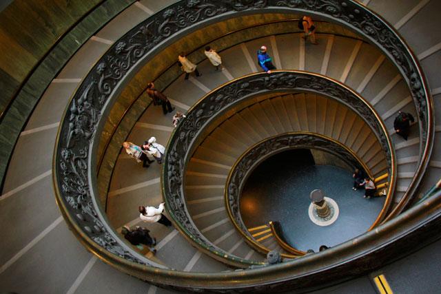 Escada Helicoidal, nos Museus Vaticanos, desenhada em 1932 por Giuseppe Momo.