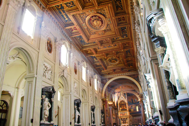 Interior da basílica San Giovanni in Laterano