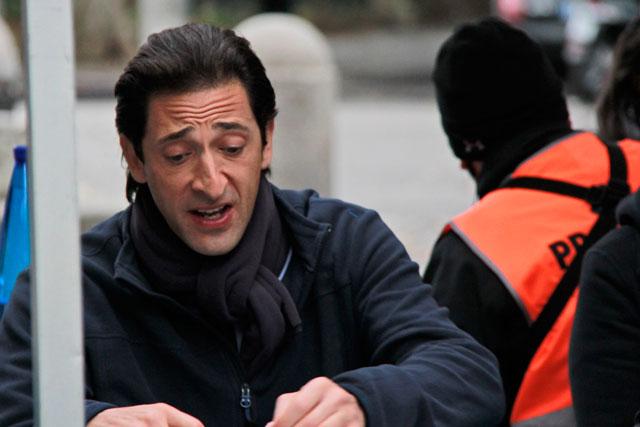 Adrien Brody almoça na Villa Borghese
