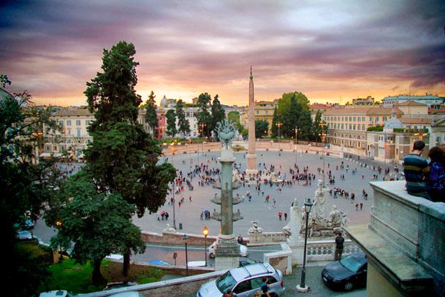 Piazza del Popolo, vista da descida da Colina Pinciana, onde se localiza a Villa Borghese