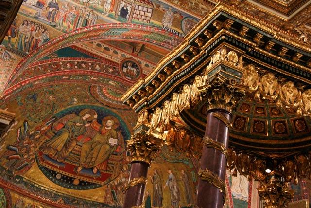 Decoração no interior da Santa Maria Maggiore