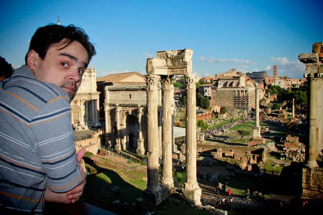 Élcio avista o Fórum Romano, nos Museus Capitolinos