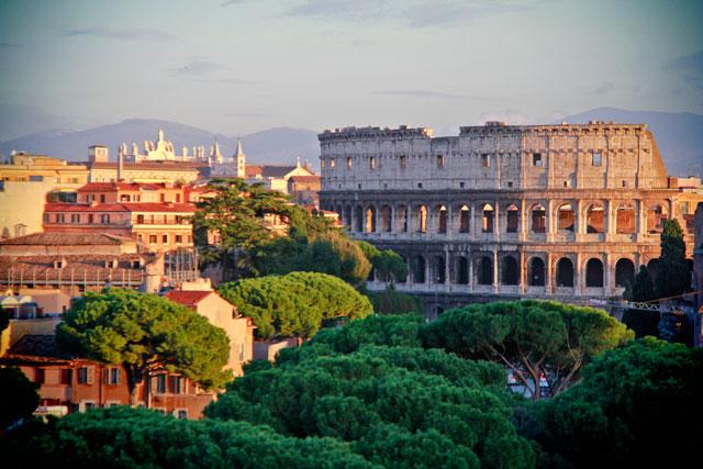 Coliseu visto de um dos terraços do monumento em homenagem a Vittorio Emanuele II