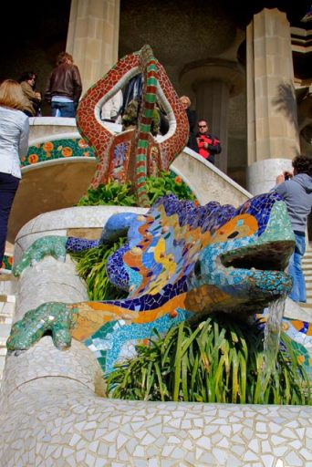 El Drac (O Dragão), na fonte da escadaria da entrada do Parc Güell