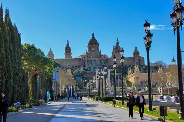 Avenida Reina Maria Cristina. Palau Nacional ao fundo
