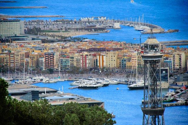 Marina de Barcelona, vista do Castell de Montjuïc