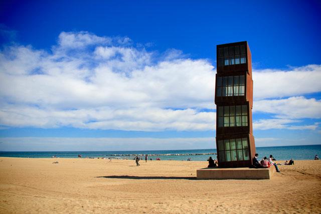 Homenatge a la Barceloneta, da artista alemã Rebecca Horn, na Playa de Sant Sebastià