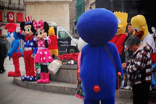 Ursinho Puff reporta bullying à polícia, na Puerta del Sol
