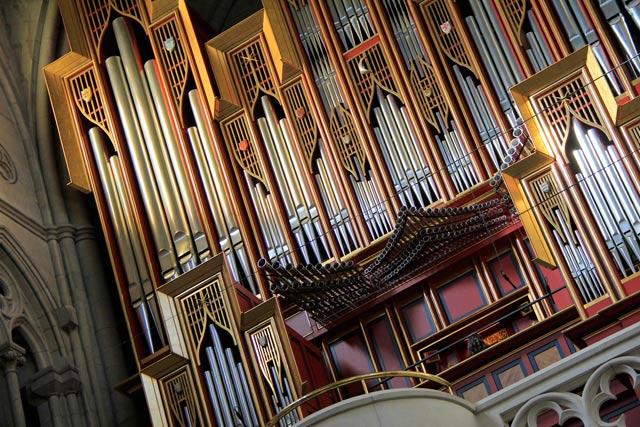 Órgão da Catedral de la Almudena. Organista quase não aparece