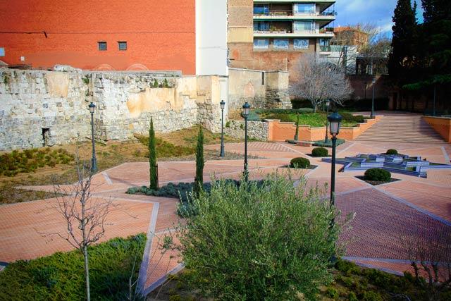 Ruínas da Muralha Árabe, no Parque del Emir Mohamed I