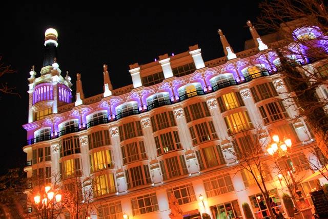 Fachada do hotel ME Madrid Reina Victoria, na Plaza de Santa Ana