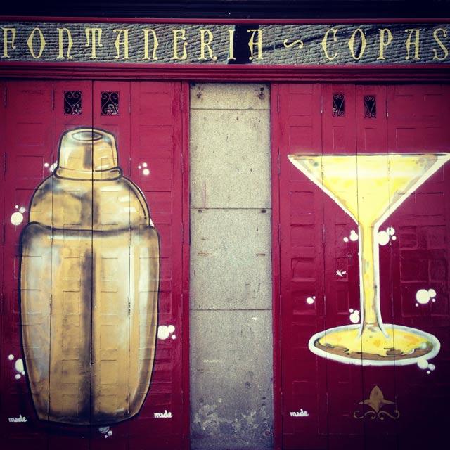 Entrada do bar La Fontanería, na Calle de Las Huertas