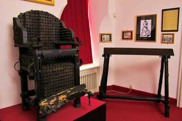 Instrumento de tortura, no Museu de Instrumentos de Tortura Medieval (Muzeum středověkých mučících nástrojů)