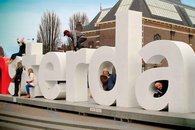 Clarice (d) e Élcio (a) posam no I amsterdam
