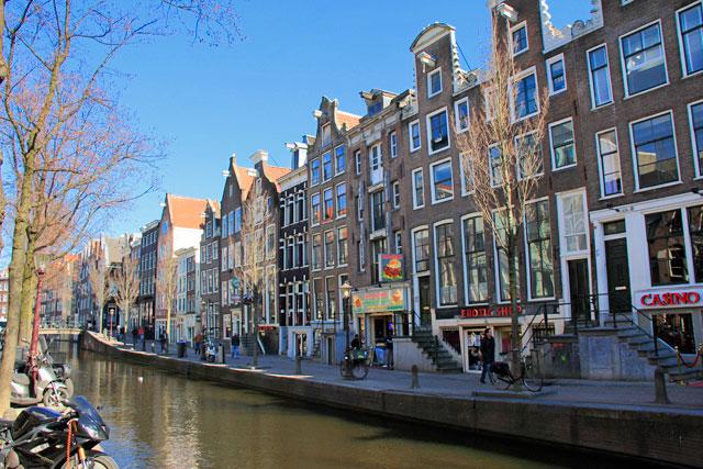 Canal, no Bairro da Luz Vermelha