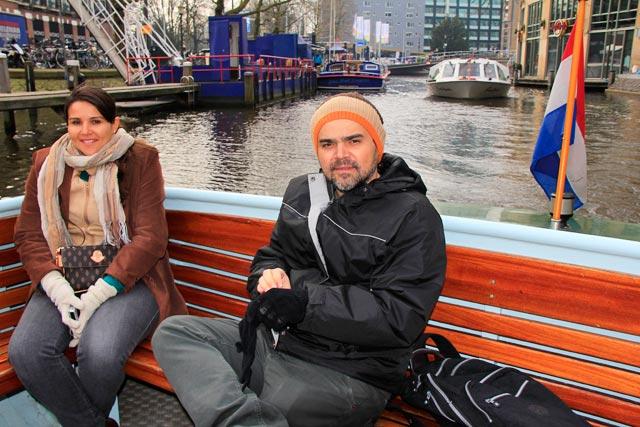 Clarice e Élcio, no início do passeio de barco pelos canais