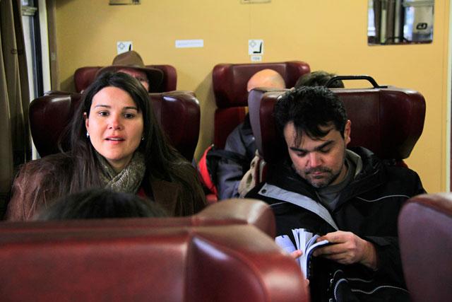 Clarice e Élcio no trem para Kutná Hora