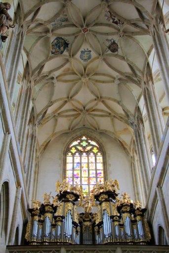 Teto e órgão de tubos da Igreja de Santa Bárbara