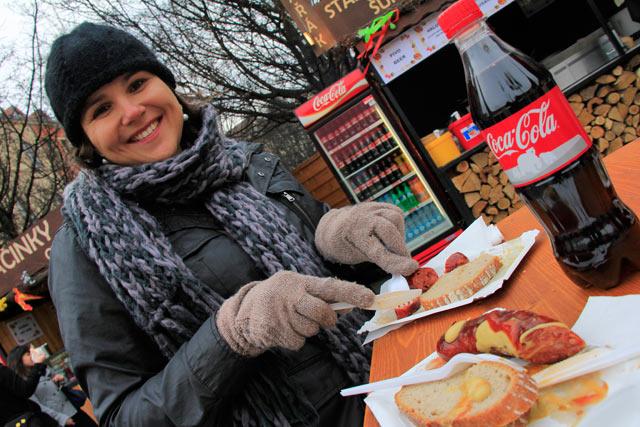 Deliciosa salsicha vendida na Praça da Cidade Velha