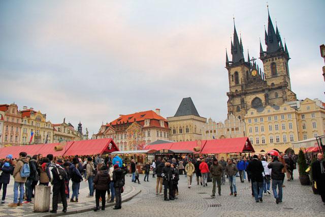 Praça da Cidade Velha. Destaque para aIgreja de Nossa Senhora de Týn