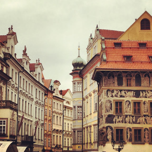 Edifícios da Praça da Cidade Velha (via Instagram)