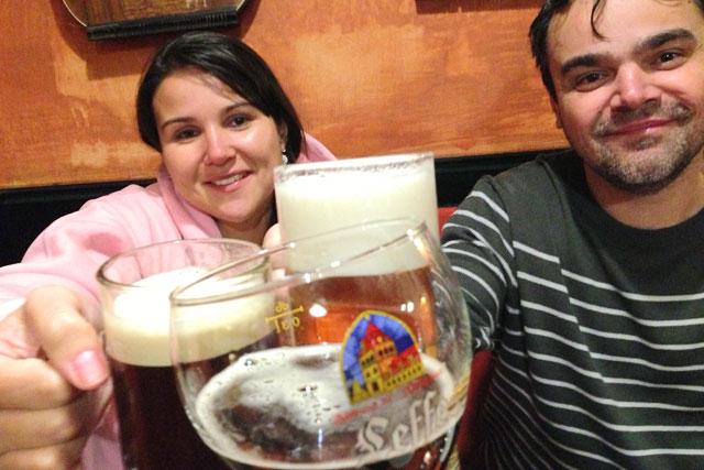 Um brinde com os amigos, no restaurante Můstek