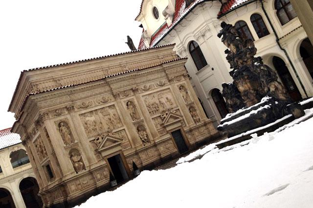 Santa Casa, no vão central do Loreta
