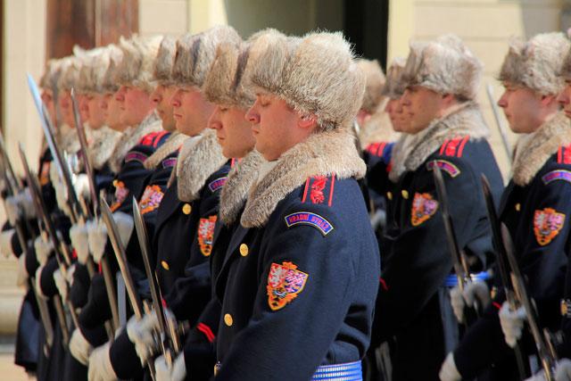 Cerimônia da troca da guarda de honra do Castelo de Praga