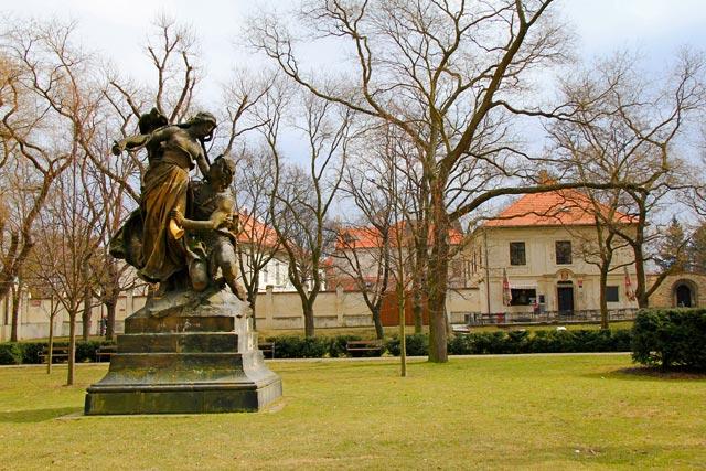 Escultura do artista Josef Václav Myslbek, em Vyšehrad