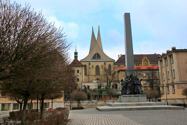 Praça Palacky. Destaque para o Monastério de Emaús