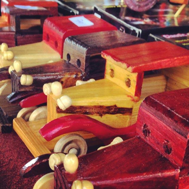 Carros de madeira (via Instagram)