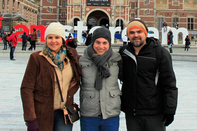 Clarice, eu e o Élcio, na Museumplein