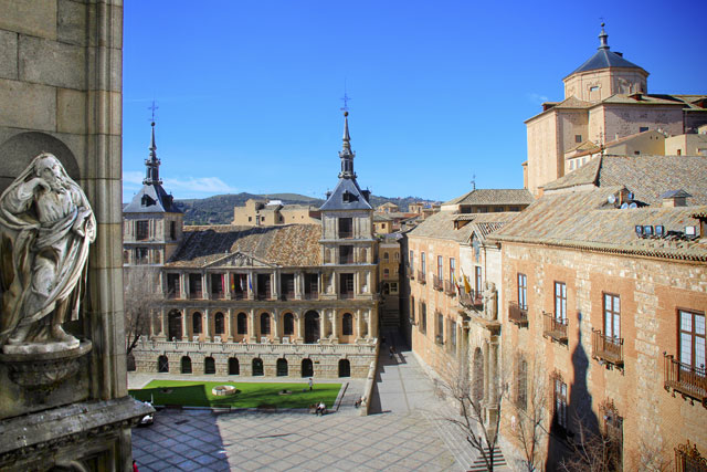 Edifício do Ayuntamiento (prefeitura), visto da torre da Catedral de Toledo