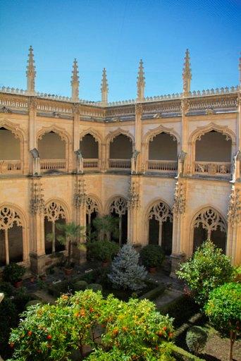Jardim do claustro do Monastério de São João dos Reis