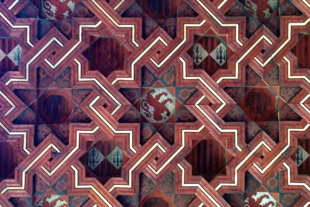Teto no estilo mudéjar, no claustro do Monastério São João dos Reis