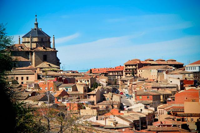 Panorama visto da Bajada Alcántara. Destaque para o Hospital Tavera