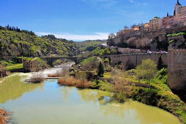 Rio Tejo visto da Ponte de Alcántara