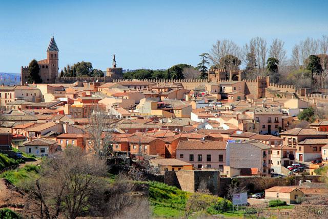 Toledo vista da Subida Hospital. Destaque para a torre da Puerta de Bisagra