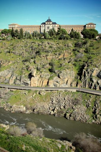 Academia de Infantería de Toledo e o rio Tejo