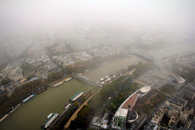 Rio Sena, visto do terceiro andar da Torre Eiffel