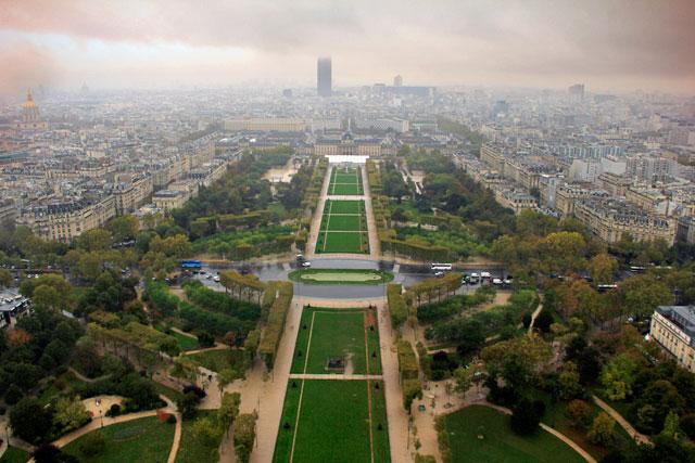 Parc du Champ de Mars visto do segundo andar da torre