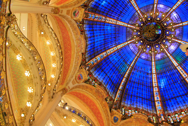 Cúpula de vidro do pátio central das Galeries Lafayette