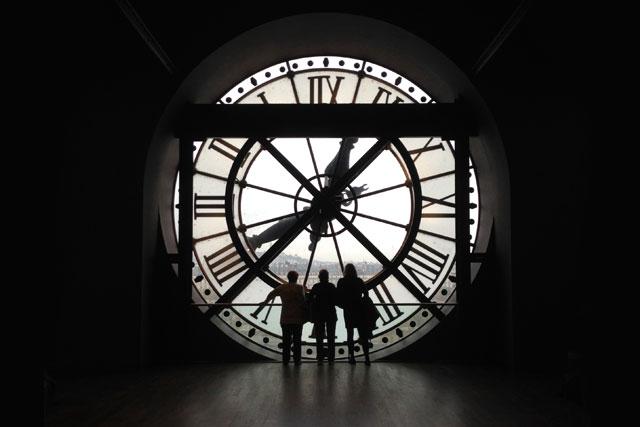 Relógio em vitral, no interior do Musée d'Orsay
