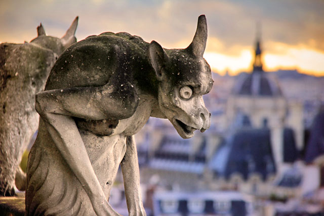 Um dos gárgulas da Notre Dame
