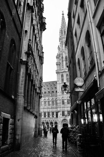 Torre do Hôtel de Ville vista da Petite Rue des Bouchers