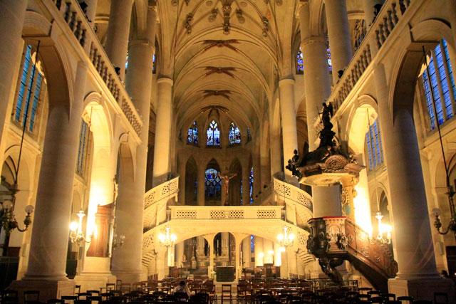 Interior da igreja Saint-Étienne-du-Mont