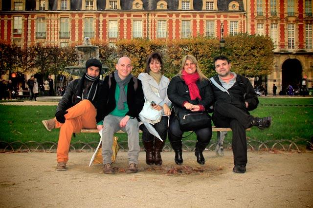 Igor, eu, Ana, Maíra e Élcio, na Place des Voges