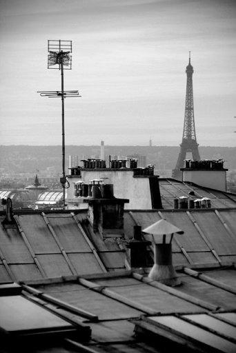 Torre Eiffel vista da Rue du Cardinal du Bois, a poucos metros da Sacré-Cœur