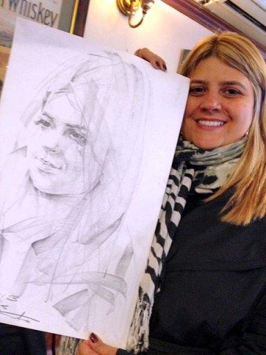Maíra e seu retrato em grafite